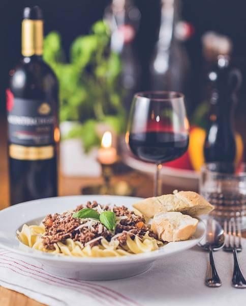 mesa vinho massa restaurante pixabay