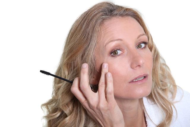mulher olhos olheira maquiagem