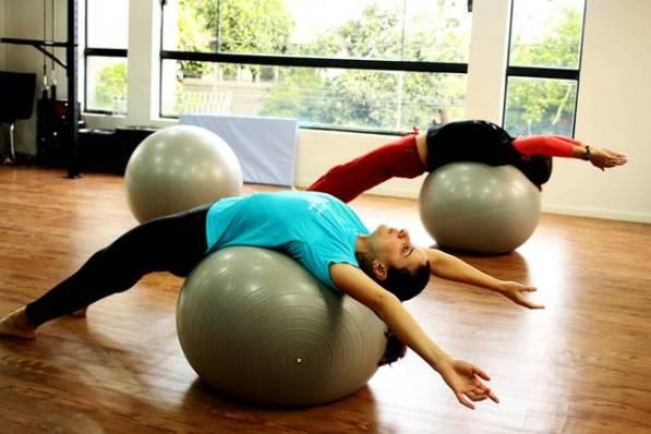 beth_ ana_bola_yoga dois andares