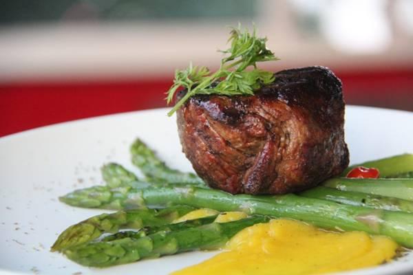 carne com aspargos.jpg