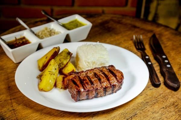 carne com batata rústica.jpg