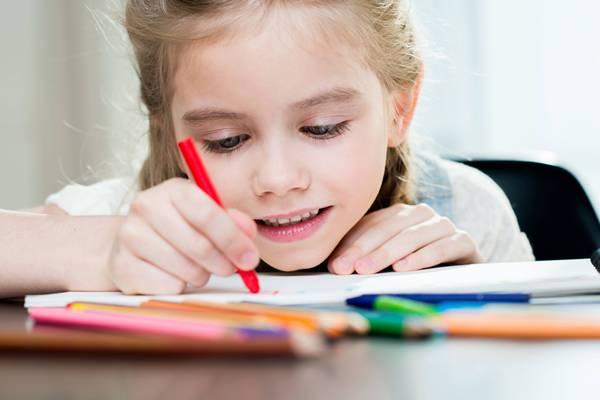 Depositphotos criança desenhando