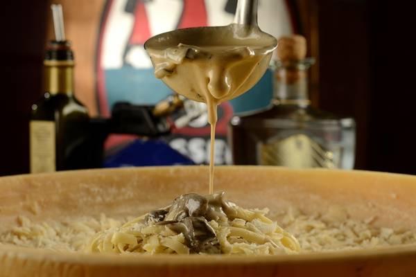macarrão no queijo.jpg