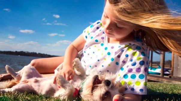 menina e cachorro mars