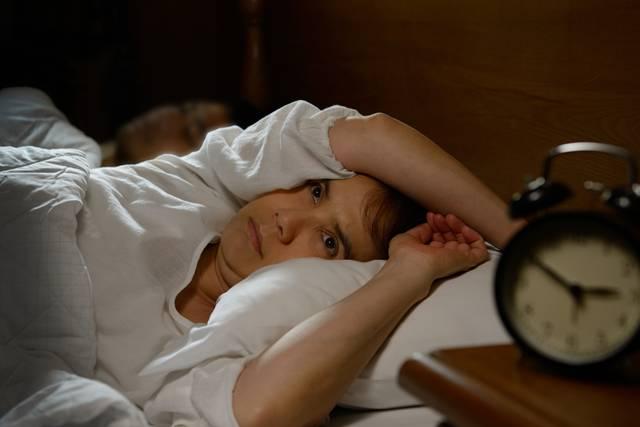 mulher insonia sono horario de verao