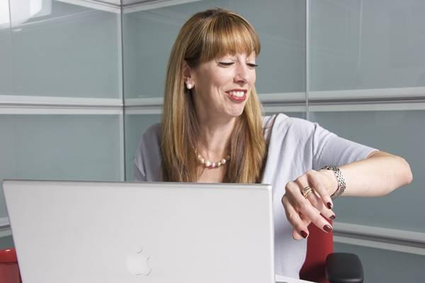 mulher meia idade laptop pixabay