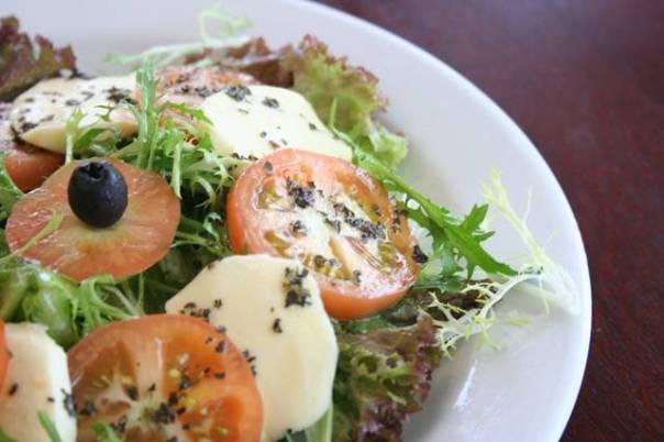 salada com tomates