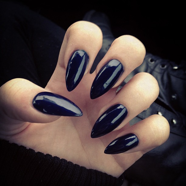 unhas stiletto halloween