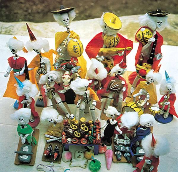 Bonecos feitos de papel e cerâmica para o Dia de los Muertos Oaxaca, 1960 Girard Foundation Britannica