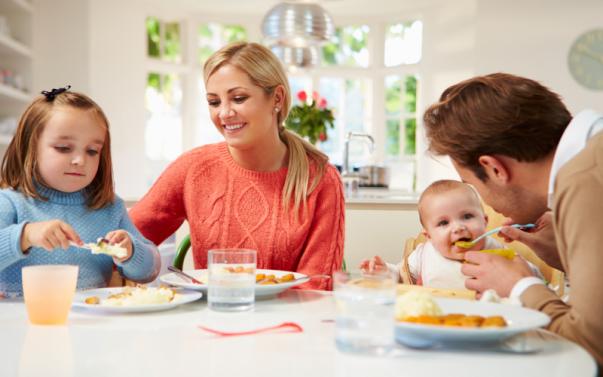 familia comendo junta bundoo