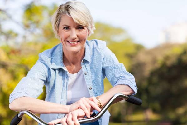 menopausa mulher bicicleta