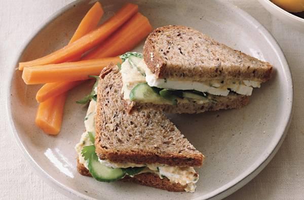 sanduiche de queijo pão integral hummus feta pinterest