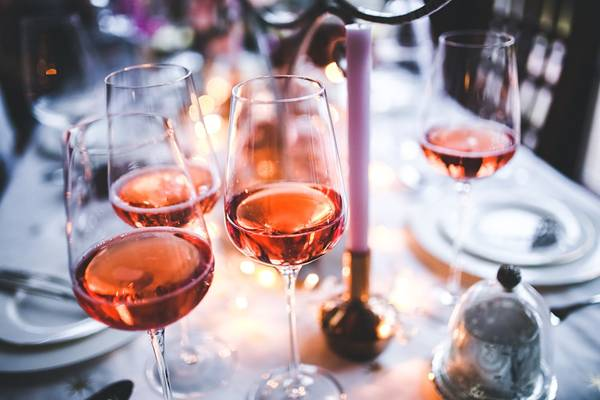 vinho rose kaboompics pixabay