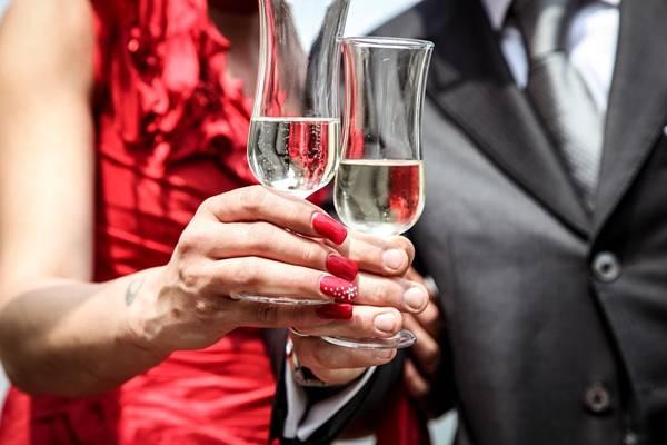 casal festa vinho pixabay