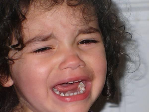 menina criança chorando píxabay