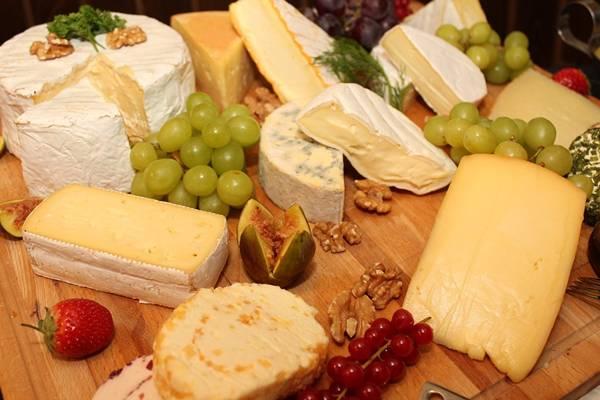 queijos mesa festa pixabay
