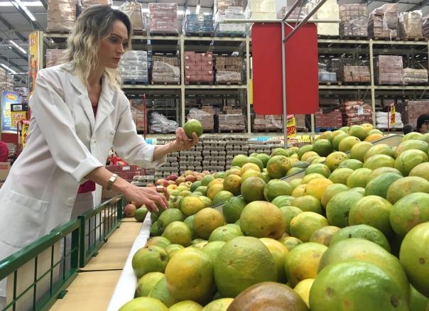 Conforme a nutróloga Cristiane Molon, as frutas devem fazer parte do cardápio, podendo substituir outros alimentos