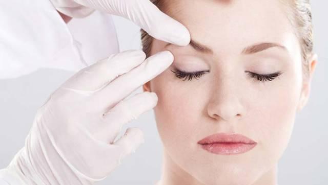 mulher rosto médico palpebras