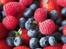 blueberries-strawberries-and-raspberries-fruit-included-in-the-fodmap-diet