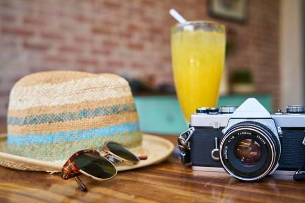 etiqueta verão férias chapeu oculos maquina