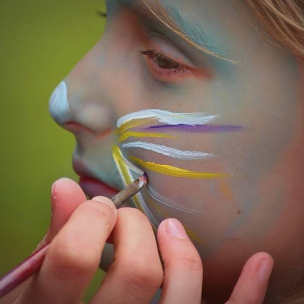 menina criança pintura rosto ben kerckx pixabay