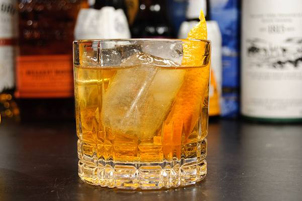 old-fashioned-cocktail-classic-Whiskey-Whisky-Bourbon-Rye-Drink-Orange-Angostura-bitters