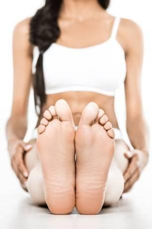 Depositphotos mulher pés exercicio ivan chernichkin