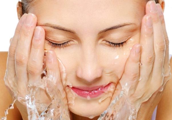 limpar lavar rosto agua