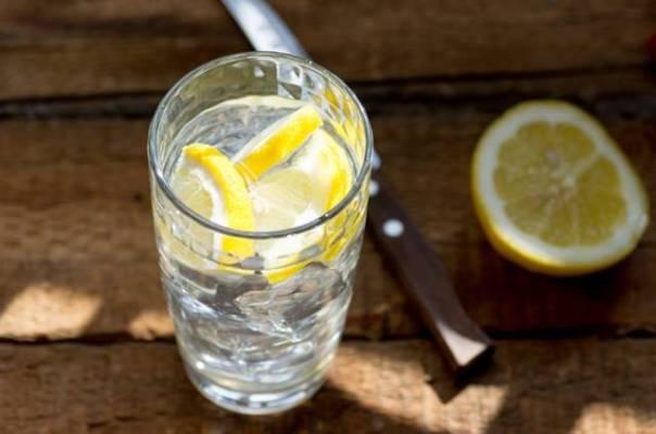 agua com limão livestrong