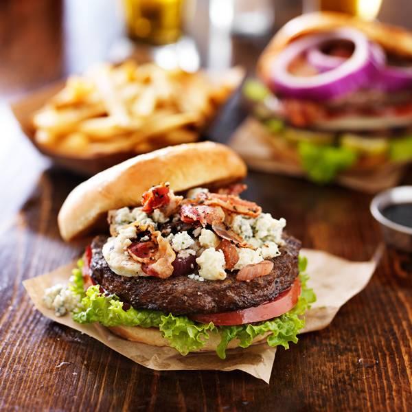 hamburguer com queijo azul