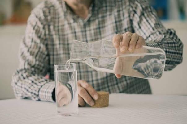 homem idoso agua.jpg