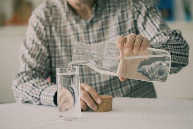 homem idoso agua