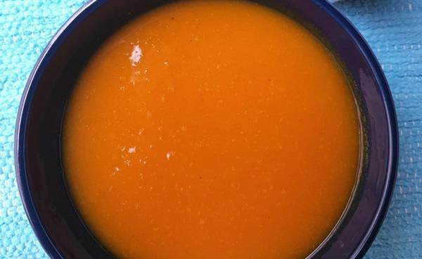 Receitas Creme de abóbora com alecrim - Foto Donantonia