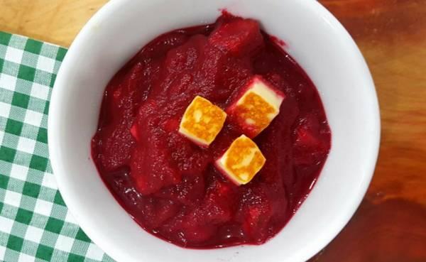 Receitas Sopa de beterraba com queijo coalho - Foto Donantonia.jpg