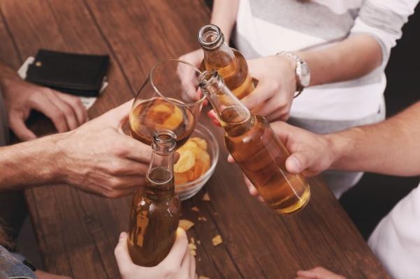 bebida cerceja amigos