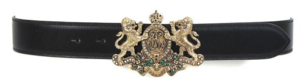 lion crest buckle w stones boxcalf black R$ 2990 POR R$ 1495
