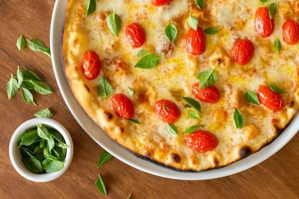 Margherita Molho de tomate italiano, Mozzarella de búfala, manjericão, parmesão e tomatinhos