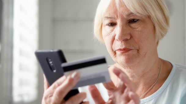 mulher idosa celular depositphotos