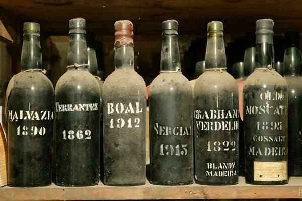 Garrafas - Vinho Madeira - Credito Turismo da Madeira