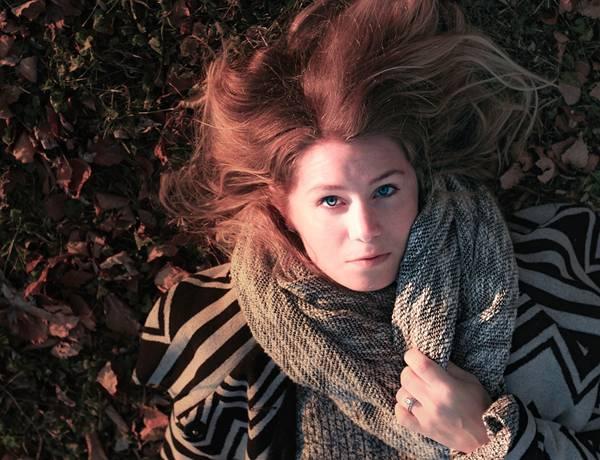 mulher usando echarpe cachecol pixabayy