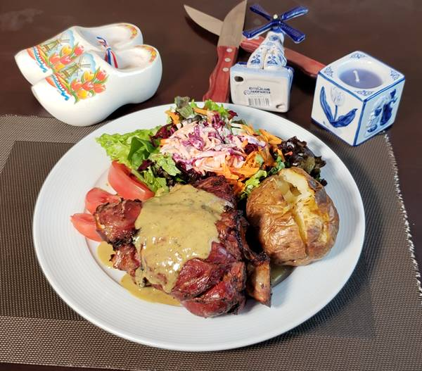 """O chef Frank Martin Gerritsen criou o """"Martin pork"""" (cotovelo de porco holandês)."""