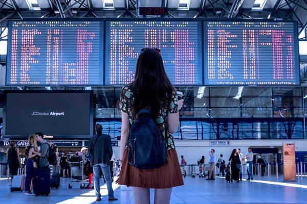 aeroporto viagem mulher pixabay 2