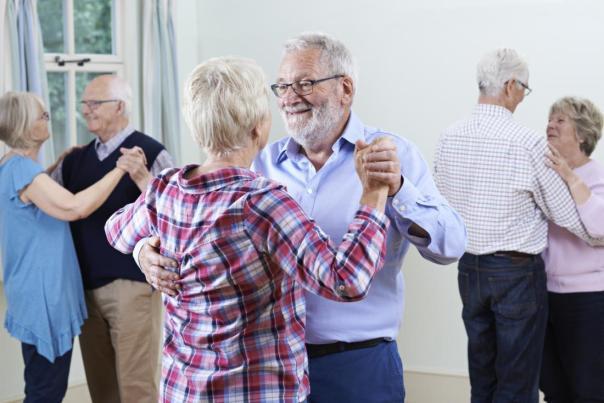 idosos dançando medical news today