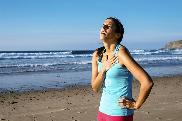 asma mulher praia