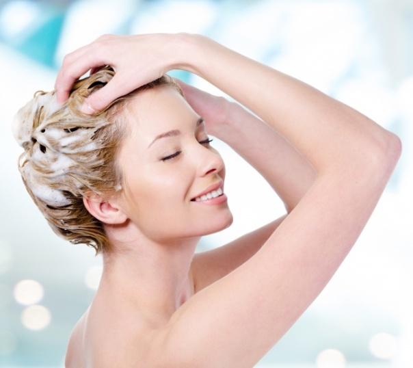 cabelo lavando creme mascara shutterstock_
