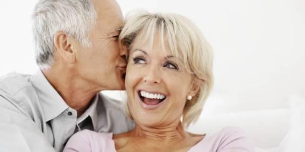 casal meia idade feliz