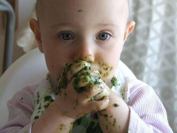 criança comida alimento