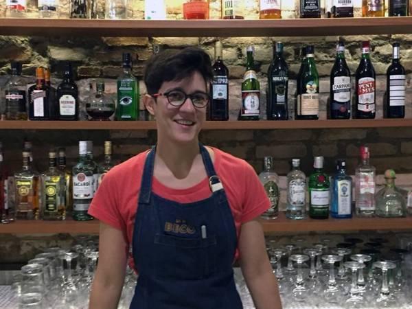 Juliana Braga bartender