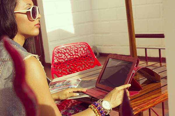 mulher pulseira ipad computador pixabay