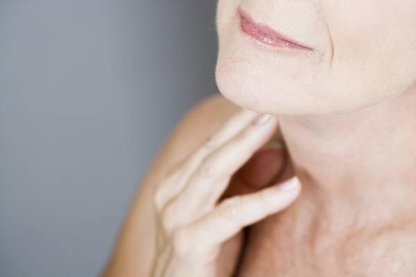 papada pescoço mulher meia idade